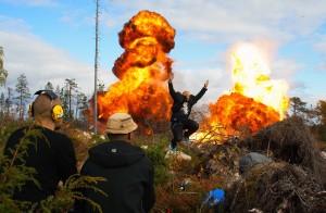 Näyttelijä Santtu Karvonen ja tuliräjähdykset